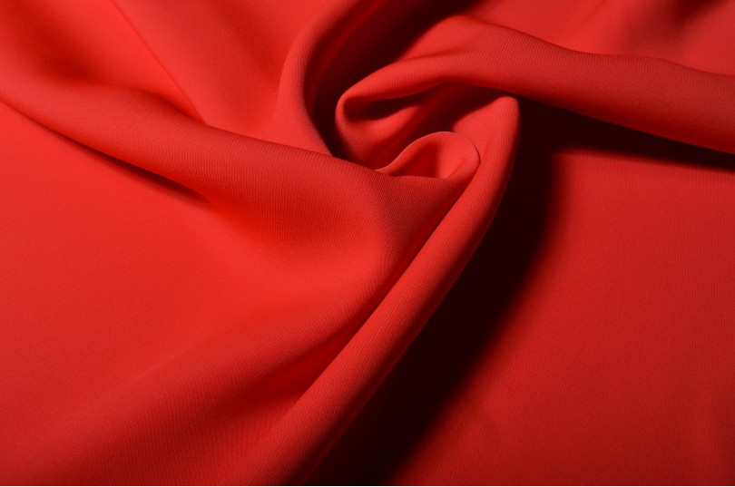Tissu pour coudre robe rouge